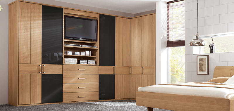 wohnwand mit integriertem kleiderschrank wohnwand mit integriertem kleiderschrank sch n. Black Bedroom Furniture Sets. Home Design Ideas